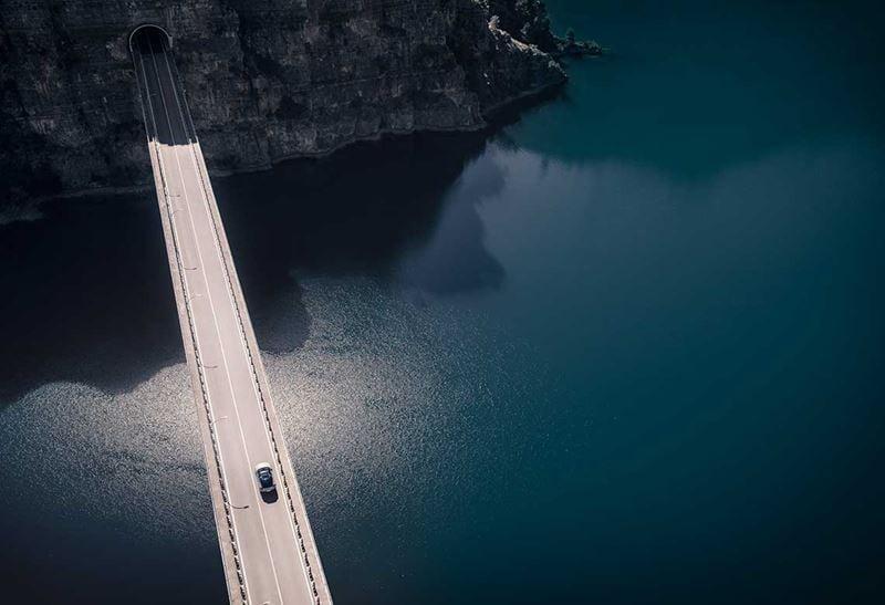 XC40 on a bridge